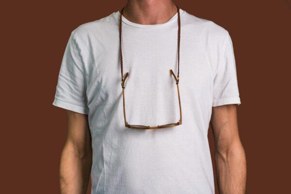 Attached Brillenkette Bergen getragen