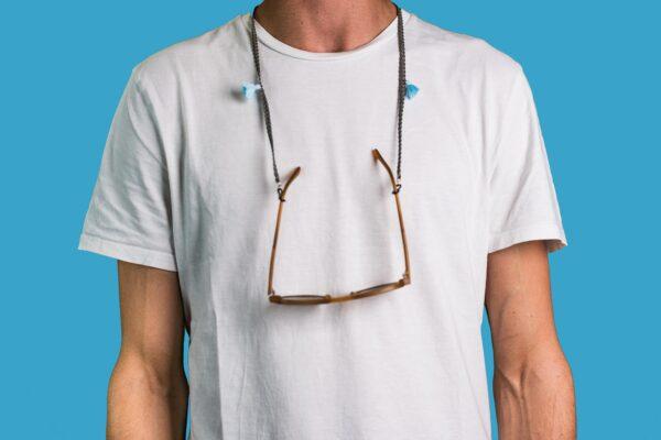 Attached Brillenband Oslo getragen / grau / hell blau