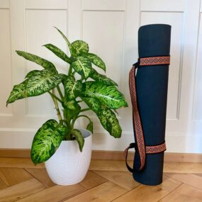 "Attached Yoga Strap ""Marjariasana"""