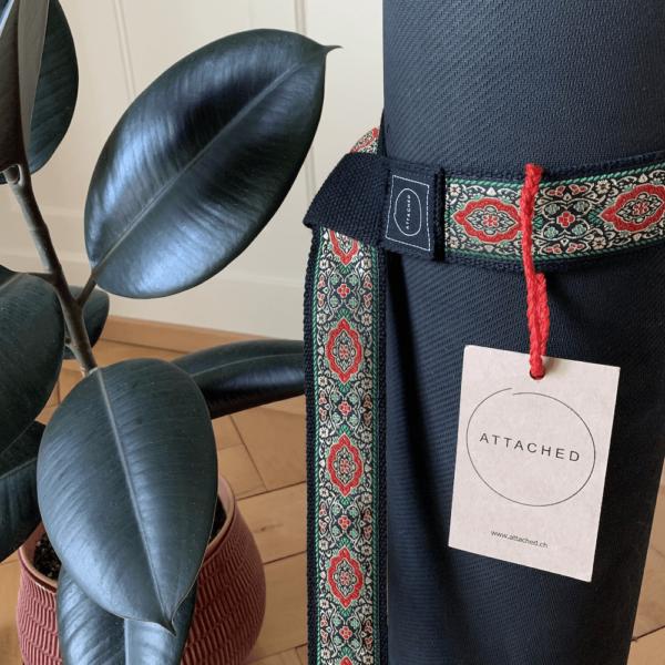 Attached Yoga Strap Chaturanga von Attached