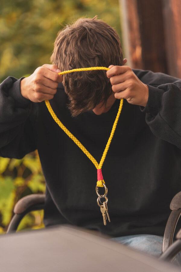 Langer Attached Keychain Fes getragen