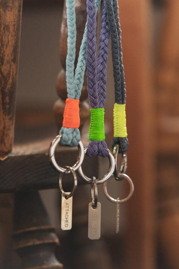Lange Keychains von Attached
