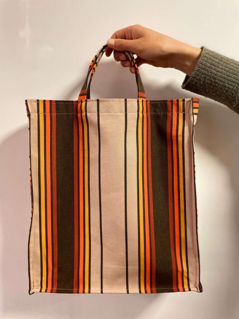 Attached Shopper Bag aus upcycelzten Sonnenstoren aus der Schweiz