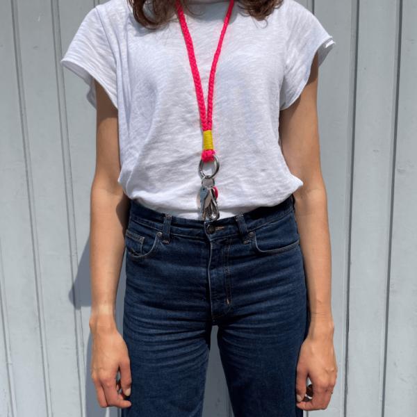 """Attached langer Keychain """"Seoul"""" getragen"""